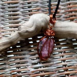 Pendentif-rhodonite-roulée-cuivre-boutiquecarioca.com